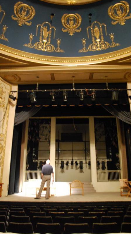 Újszínház
