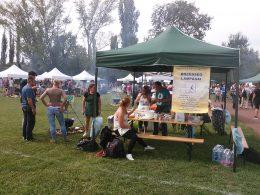 A képen a főzőverseny VGYKE-s csapata látható, sátorral és bográccsal