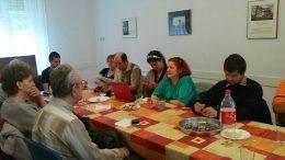 A képen Koltai Juli és S. Tóth Erika kolléganőnk látható amint előadást tartanak