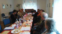 A fényképen a klubnap résztvevői láthatóak