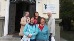 A fényképen a látogatók egy csoportja látható