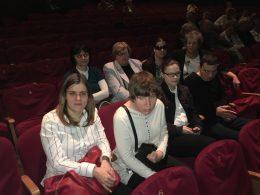 A képen a tagok láthatóak az előadás elött