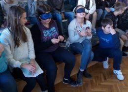 Az osztály megpróbál fémpénzeket azonosítani tapintás útján