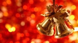 A képen egy karácsonyfacsengő látható