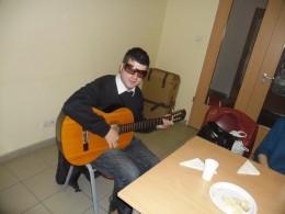 jana gitárral