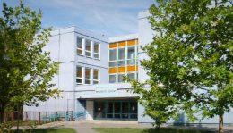 A fényképen a Prevenciós Központ épülete látható, ahol a klubok megrendezésre kerülnek