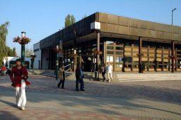 A képen a Csobánka téri közösségi ház bejárata látható
