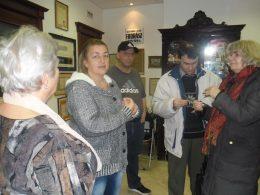 A képen a látogatók egy csoportja látható