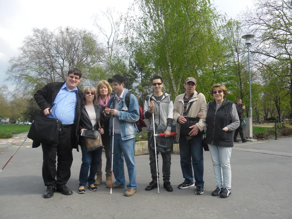 A fényképen a látogatócsoport tagjai láthatóak