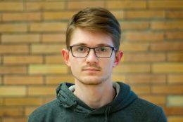 A képen a díjnyertes kutató arcképe látható