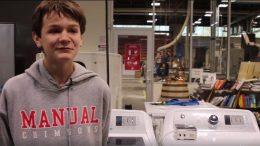 A képen a 14 éves Jack látható, aki elkészítette az eszköz szoftverét