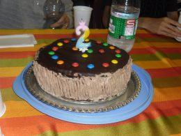 A képen a szülinapi torta látható