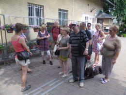 A képen a gyülekezés pillanata látható
