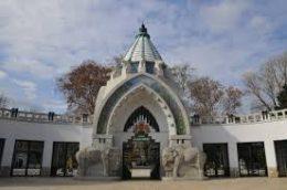 A képen a Fővárosi Állat-és Növénykert bejárata látható