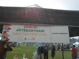 A képen a sátorunk látható, rajta a rendezvény megnevezésével