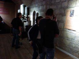 A képen a kiállítás azon részlete látható, amit a hangos tárlatvezetéssel tekintettünk meg