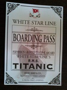A képen a belépőjegy látható, ami a Titanic eredeti jegyének a másolata