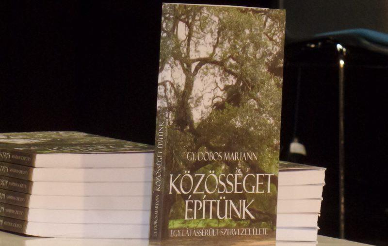 A képen a könyv borítója látható
