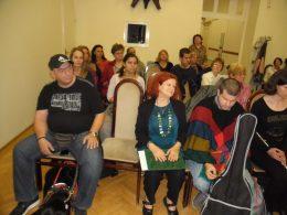 A kispesti fehérbot napi ünnepség közönségének egy része látható