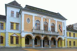 A képen a kispesti Városháza látható