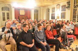 A képen a közönség látható