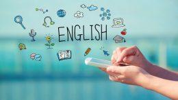 A képen egy okostelefon látható, amint azon valaki angolt tanul
