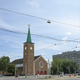 A képen a Bosnyák téren lévő templom látható