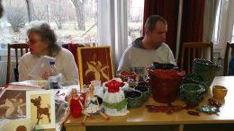 Rákosmenti klubtagok árusítanak kézműves termékeket
