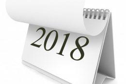 A képen egy asztali naptár látható, melyen 2018-ra lapoznak