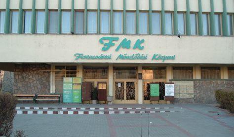 A képen az FMK épülete látható