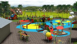 A képen közelről látható a játszótér, ahogyan a kerekeszékes gyerekek is használják