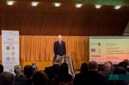 Nagy Sándor, az MVGYOSZ elnöke beszél a Távszem projekt elindításáról a centenáriumi ünnepségen