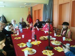 Az óbudai tagok Bartolf Zsuzsi énekét hallgatják