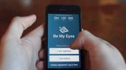 A képen a Be My Eyes alkalmazás egyik képernyőképe látható, ahol be kell állítani, hogy látóként vagy vakként csatlakozunk
