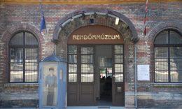 A képen a rendőrmúzeum bejárata látható