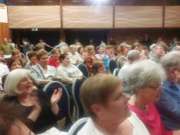 Fénykép a békásmegyeri táncdalfesztivál közönségéről