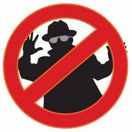 A klub témájára utal a kép: egy rajzolt rablóalak látható a tiltó jelzés mögött, vagyis rablónak belépni tilos