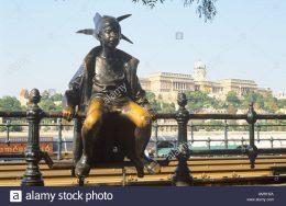 A képen a Korzó egyik szobra látható, melyet a kispesti klub programján fel fognak keresni a kirándulók