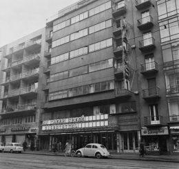 A képen a narrációban szereplő épület látható