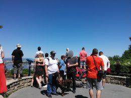 A képen a csoport egy része a citadella kilátónál áll