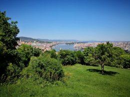 A képen a Citadella kilátójából látható városkép látható, ahova a kőbányai és az újbudai klub ellátogatott