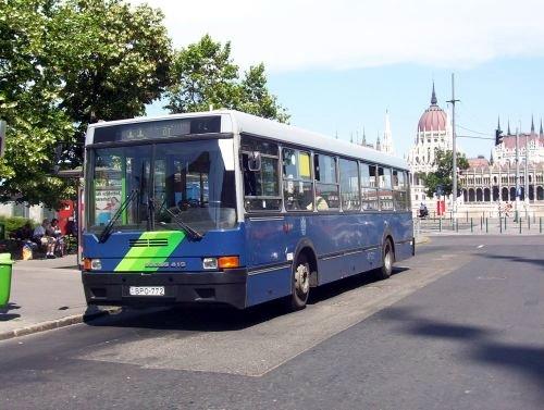 A képen egy 11-es busz látható, egyike azon helyszíneknek, ahol a felmérés megtörtént