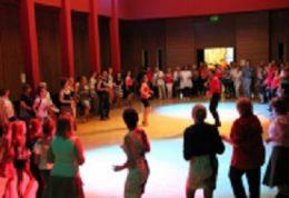 A terézvárosi klubtagok tánca látható a képen