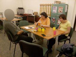 Lenkai Viki meséli az élményeit az újbudai klubnapon
