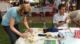 A kispesti városnapon egy látogató párosító játékot játszik