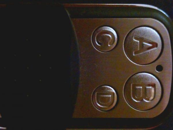A képen egy FUTÁR-távkapcsoló látható