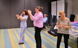 A zuglói fehér bot napi ünnepségen a nézők táncra perdülnek