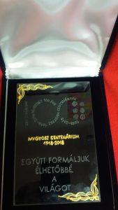 Az MVGYOSZ által adományozott emlékplakett