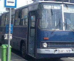 A képen a 32-es busz látható