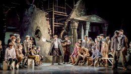 A Valahol Európában című musical egy jelenete látható a képen